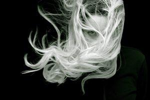 zdrave dlhe blond vlasy
